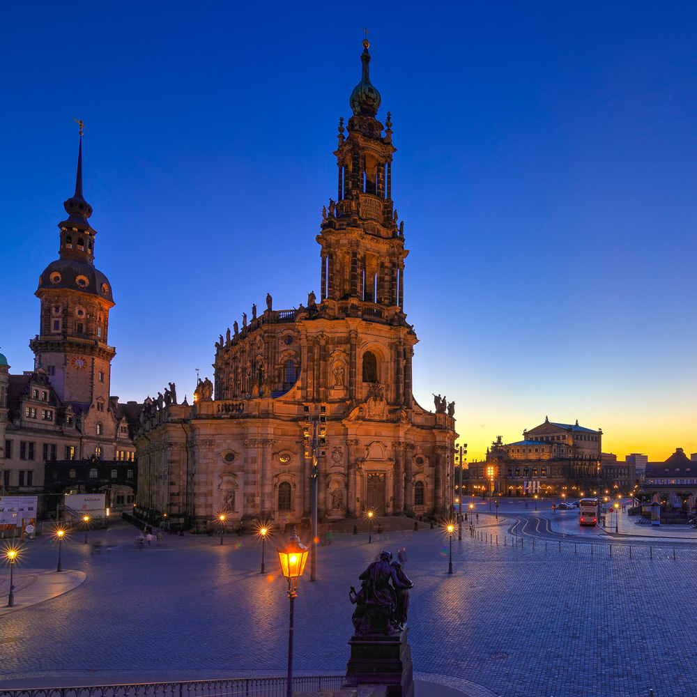 Blue-Hour-DRESDEN-CATHEDRAL-SEMPEROPER